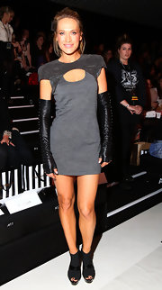 Australian model Erika Heynatz showed off her bold style while attending Fashion Week in a grey cut-out dress.