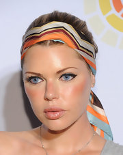 Sophie Monk channeled the '70s in a vibrant zig-zag print head scarf at the Charlize Theron Africa Outreach benefit.