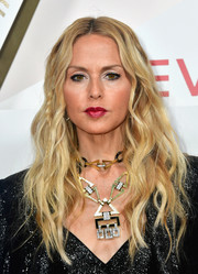 Rachel Zoe wore her long hair loose in piecey waves at the #REVOLVEawards.