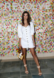 Emily Ratajkowski rounded out her look with a straw and leather shoulder bag by Prada.