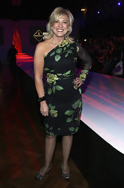 Kerri showed off her one-shoulder floral print dress while hitting Australian fashion week.
