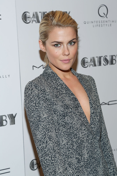 Rachael Taylor Clothes