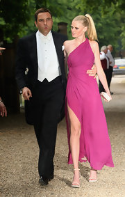 Lara rocked a chic ponytial while hitting a Foundation party in England.