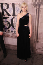 Imogen Poots went vampy in a black one-shoulder gown with a waist cutout at the Ralph Lauren fashion show.