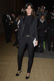 Emmanuelle Alt completed her menswear-chic outfit with a pair of tapered black slacks.