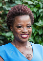 Viola Davis accessorized with a quirky pair of dangling gold hoops.