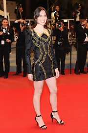 The actress looked stunning in a brocade mini dress with classic satin sandals.