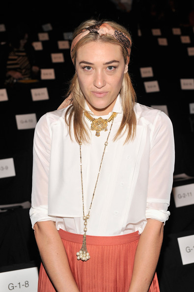 Mia Moretti dressed up her simple white blouse with a long pearl necklace when she attended the Rebecca Minkoff fashion show.