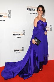 Penelope Cruz made a royal-worthy entrance in a strapless purple ball gown by Versace at the 2018 Cesar Film Awards.