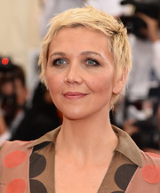 Maggie Gyllenhaal looked flawlessly edgy wearing this blonde pixie at the Met Gala.