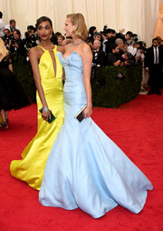 Jourdan Dunn's green croc-embossed box clutch provided a striking contrast to her yellow gown.