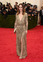 Leighton Meester took our breath away with this classy gold Emilio Pucci gown she wore to the Met Gala.