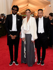 Jenna Lyons arrived for the Met Gala wearing an elegant white satin-lapel blazer over her shoulders.