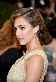 Jessica Alba exuded romance and glamour with this beautiful chignon at the Met Gala.