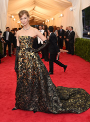 Karlie Kloss looked totally regal at the Met Gala in a richly textured Oscar de la Renta strapless gown.