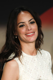 Berenice Bejo sported casual loose waves at the 'Redoubtable' press conference during the Cannes Film Festival.