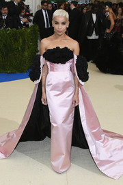 Zoe Kravitz epitomized Old Hollywood glamour in a caped pink and black off-the-shoulder gown by Oscar de la Renta at the 2017 Met Gala.