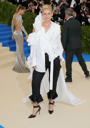 Claire Danes looked like the queen of punk in a distressed white ruffle blouse with a long train during the 2017 Met Gala.