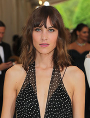 Alexa Chung kept it casual with this shoulder-length wavy 'do at the 2017 Met Gala.