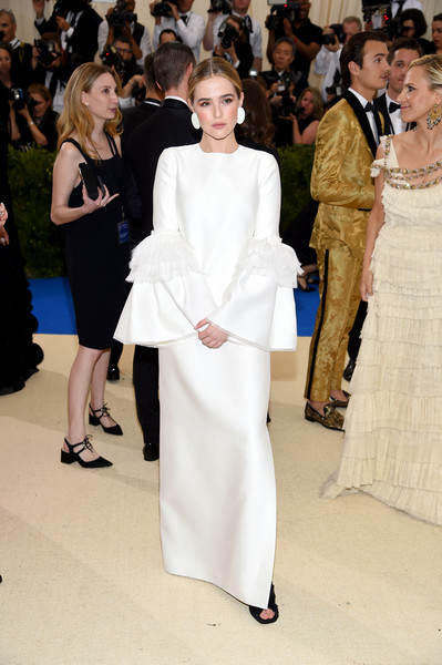 More Pics of Zoey Deutch Peep Toe Pumps (1 of 3) - Heels Lookbook - StyleBistro [rei kawakubo/comme des garcons: art of the in-between,rei kawakubo/comme des garcons: art of the in-between,white,fashion,clothing,haute couture,dress,shoulder,event,fashion model,formal wear,gown,costume institute gala - arrivals,zoey deutch,new york city,metropolitan museum of art,costume institute gala]