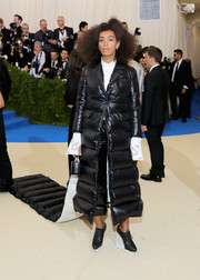 Solange Knowles sealed off her eye-catching ensemble with high-heel oxfords that looked like ice skates!