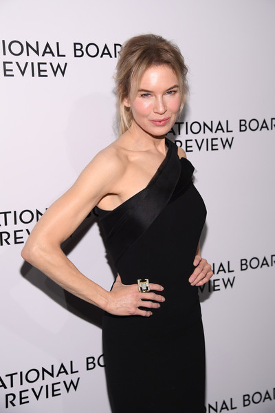 Renee Zellweger Statement Ring [shoulder,dress,clothing,little black dress,hairstyle,joint,cocktail dress,neck,long hair,premiere,arrivals,zellweger,ren\u00e3,new york city,cipriani 42nd street,national board of review annual awards gala,national board of review annual awards gala,ren\u00e9e zellweger,the national board of review,bee movie,actor,national board of review,celebrity,photograph,model,new york,lupita nyongo]