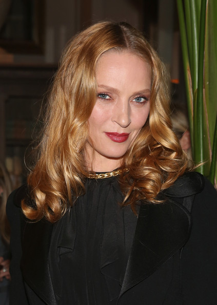 Uma Thurman wore her hair with a center part and curly ends during the Restoration Hardware opening celebration.