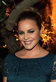Abbie Cornish attended the Restoration Hardware spring 2012 launch wearing a smoky eye created with metallic shades of jade and deep green.