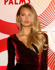 Romee Strijd gave us hair envy with her perfectly styled waves at the #REVOLVEawards.