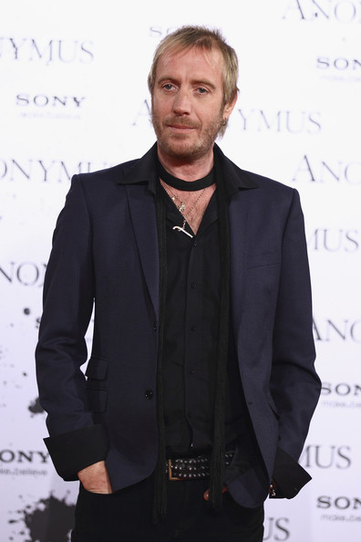Rhys Ifans Clothes