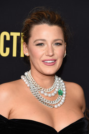 Blake Lively's Lorraine Schwartz necklace, which consisted of South Sea pearls, diamonds, and a huge emerald, provided a super-glam finish.