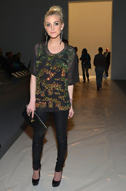 Ashlee Simpson paired simple black skinny pants with an over-sized top for her runway look at the Richard Chai fashion show.