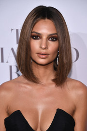 Emily Ratajkowski went for a bold beauty look with a super smoky eye.
