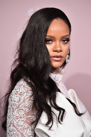 Rihanna sported a glamorous wavy hairstyle at the 2018 Diamond Ball.