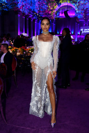 Shanina Shaik finished off her look with pointy silver pumps.