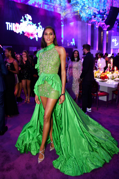 Cindy Bruna sealed off her look with a pair of bedazzled cross-strap pumps by Christian Louboutin.