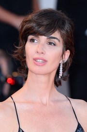 Paz Vega accessorized with a single diamond chandelier earring by Messika.