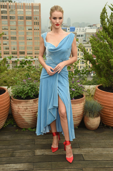 Rosie Huntington-Whiteley Evening Pumps [shows,the shows,footwear,dress,fashion model,shoulder,cocktail dress,leg,photo shoot,gown,fashion,girl,oscar de la renta,rosie huntington-whiteley,front row,front row,spring studios terrace,new york city,new york fashion week,rosie huntington-whiteley,fashion,new york fashion week,model,fashion week,celebrity,actor,vogue]