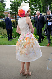 Amanda Holden kept her look delicate and springlike with nude pumps at the Royal Ascot.