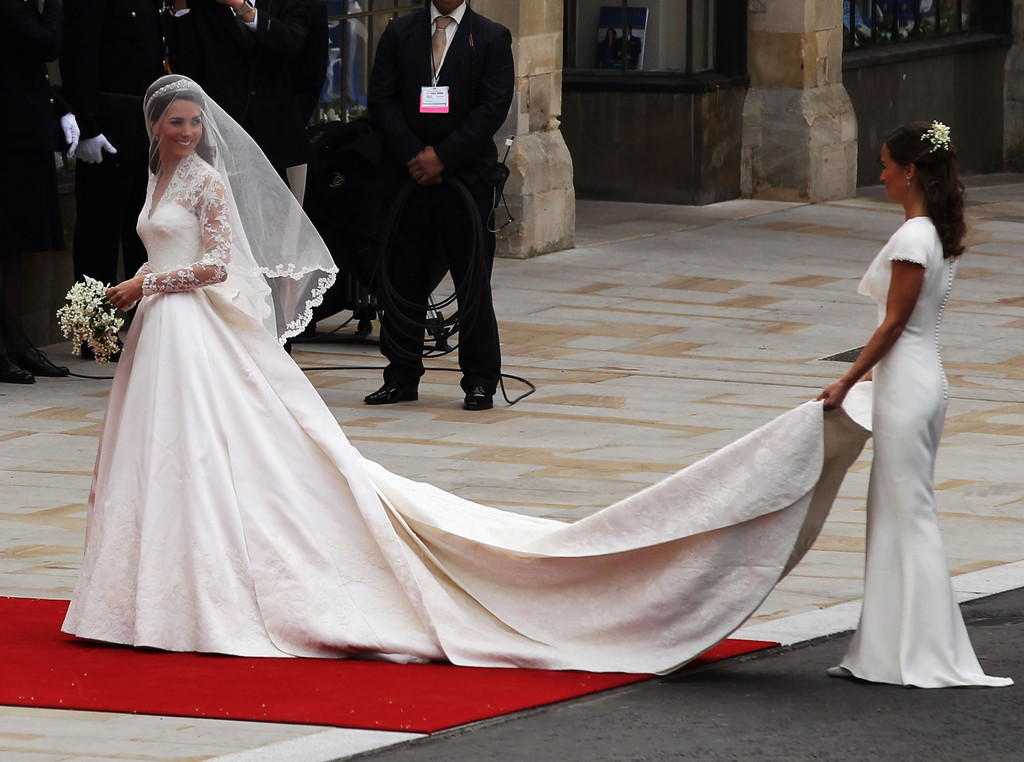 The bride wore sarah burton for alexander mcqueen the for Kate middleton wedding pippa dress