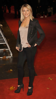 Ali Bastian topped off her outfit with classic black ankle boots.