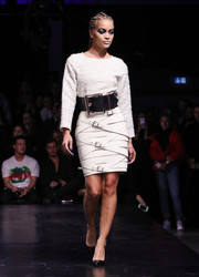 Jasmine Sanders looked cozy and stylish in a textured white sweater at the Maybelline Urban Catwalk show.