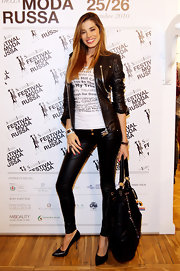 Aida Yespica was rocker-chic in her black leather ensemble, consisting of a jacket, skinnies, and pointy pumps, at the Russian Fashion Festival.