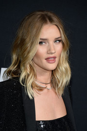Rosie Huntington-Whiteley looked gorgeous, as always, with her face-framing waves at the Saint Laurent show.