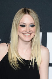 Dakota Fanning made her peepers pop with blue eyeshadow and heavy black liner.
