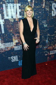 Jane Krakowski brought some sex appeal to the SNL 40th anniversary party in a plunging black evening dress.