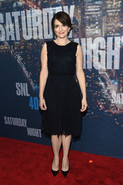 Tina Fey made a demure choice with this sleeveless LBD for her SNL 40th anniversary party look.