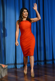 Salma wore such a perfect fall color on the set of 'Late Night With Jimmy Fallon.'