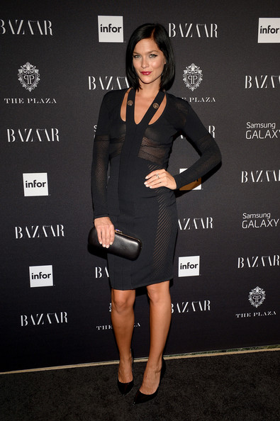 Leigh Lezark complemented her outfit with a simple black leather clutch.