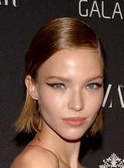 For her beauty look, Arizona Muse went retro with a thick cat eye.